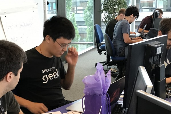 Robert Xiao of the Human-Computer Interaction Institute leads winning team at 2017 C2C competition.